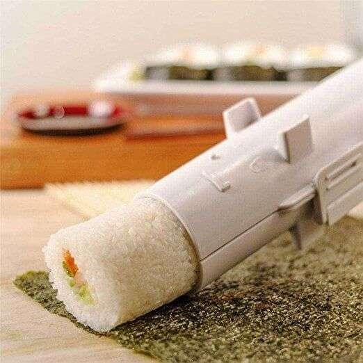 Macchina per sushi! Facile da usare è un sushi bazooka, vendutissimo su Amazon a circa 6€